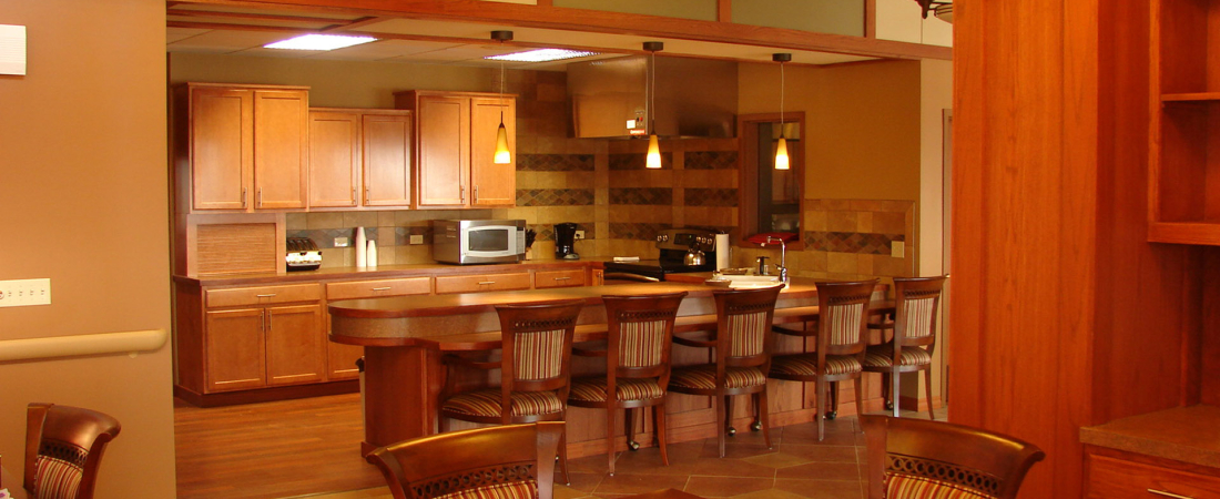 04-1920x1080-Prairie-Breeze-Assisted-Living-Dining-Counter1-1100x450.jpg